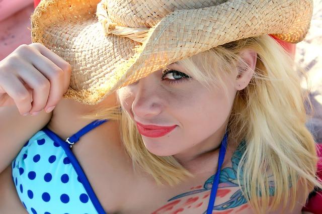 klobouk blondýny