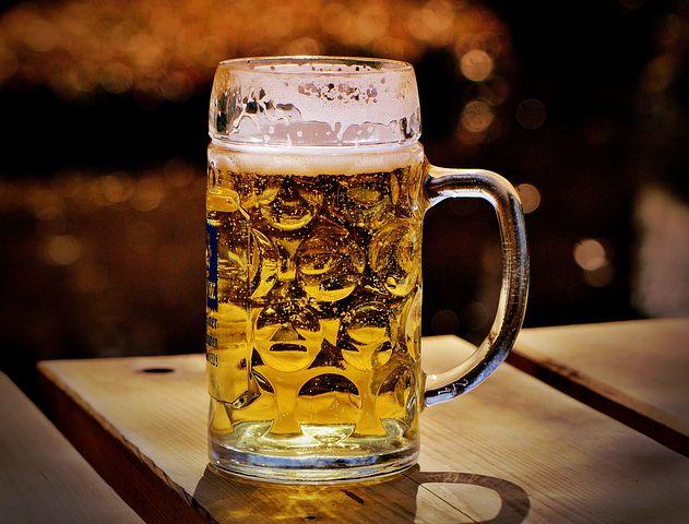 pivo půllitr piva